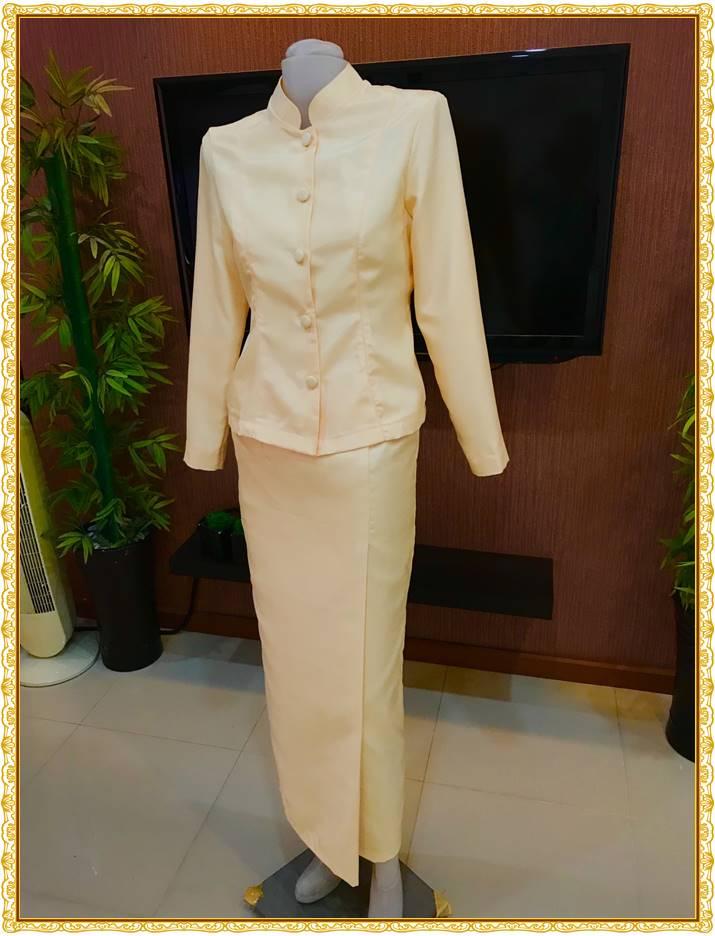 รูปภาพชุดไทยจิตรลดาสีเหลือง ทอง ครีม ผ้าสีเข้ม